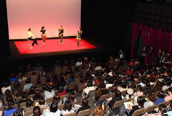 新開地映画祭は、高い感度を誇る神戸・阪神間の女性映画ファンに向けて、まちの魅力と映画の魅力について広く知ってもらうことを目的に、毎年秋に定期開催